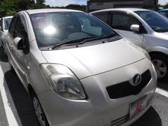 沖縄の中古車 トヨタ ヴィッツ 車両価格 25万円 リ済込 平成17年 4.1万K ベージュ