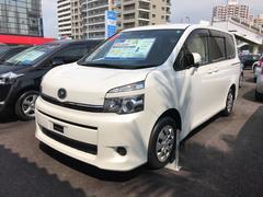 沖縄の中古車 トヨタ ヴォクシー 車両価格 145.8万円 リ済別 平成25年 3.6万K パールホワイト