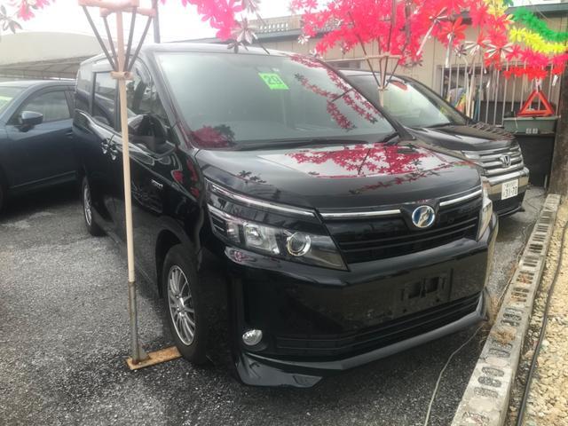 沖縄の中古車 トヨタ ヴォクシー 車両価格 188万円 リ済込 2017(平成29)年 9.6万km ブラック