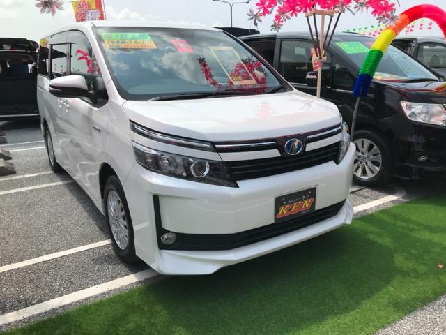 沖縄の中古車 トヨタ ヴォクシー 車両価格 165万円 リ済込 2016(平成28)年 8.9万km パール