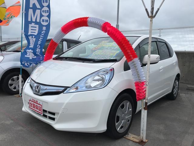 沖縄の中古車 ホンダ フィットハイブリッド 車両価格 91万円 リ済込 平成25年 6.7万km ホワイト