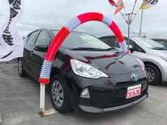 沖縄の中古車 トヨタ アクア 車両価格 106万円 リ済込 平成25年 7.1万K ブラック