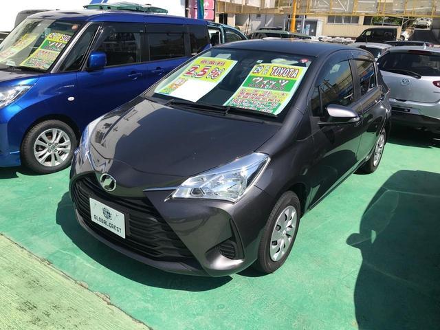 沖縄の中古車 トヨタ ヴィッツ 車両価格 98万円 リ済込 2017(平成29)年 5.7万km グレー
