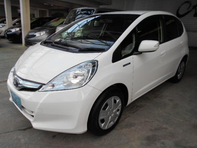 沖縄の中古車 ホンダ フィットハイブリッド 車両価格 58万円 リ済込 平成25年 7.9万km ホワイト