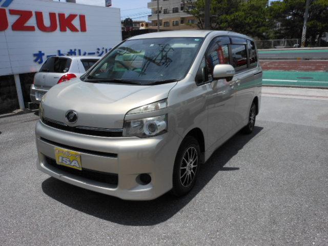 沖縄の中古車 トヨタ ヴォクシー 車両価格 75万円 リ済込 2010(平成22)年 8.0万km ゴールドM