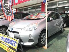 沖縄の中古車 トヨタ アクア 車両価格 65万円 リ済込 平成24年 9.6万K シルバーメタリック