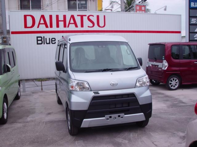 沖縄の中古車 ダイハツ ハイゼットカーゴ 車両価格 104万円 リ済込 新車  シルバー
