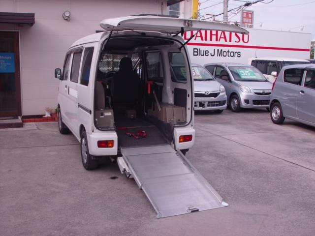 沖縄の中古車 ダイハツ ハイゼットカーゴ 車両価格 59万円 リ済込 平成25年 6.7万km ホワイト