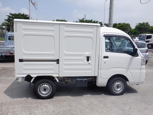 沖縄の中古車 ダイハツ ハイゼットトラック 車両価格 66万円 リ済込 2016(平成28)年 7.4万km ホワイト
