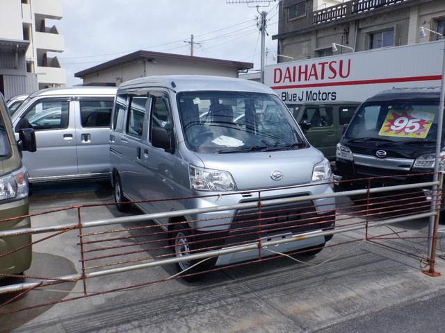 沖縄の中古車 ダイハツ ハイゼットカーゴ 車両価格 89万円 リ済込 2021(令和3)年 4km シルバー