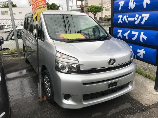 沖縄の中古車 トヨタ ヴォクシー 車両価格 69万円 リ済込 平成23後 8.6万km シルバー