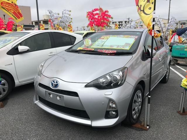 沖縄の中古車 トヨタ アクア 車両価格 70万円 リ済込 平成25年 7.5万km シルバー