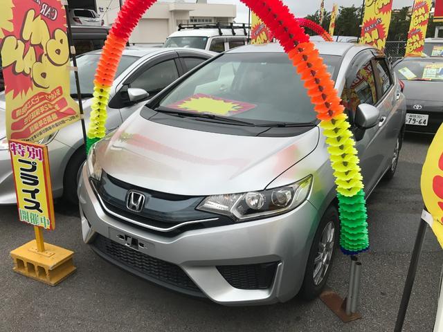 沖縄の中古車 ホンダ フィット 車両価格 69万円 リ済込 2014(平成26)年 7.4万km シルバー