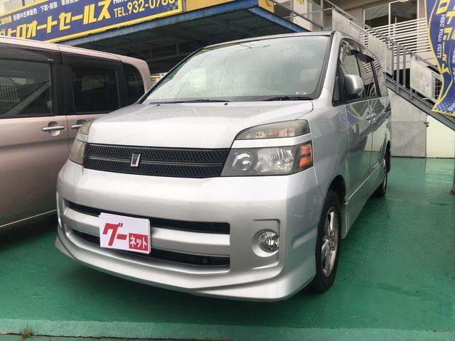 沖縄の中古車 トヨタ ヴォクシー 車両価格 14万円 リ済込 平成16年 13.0万km シルバー
