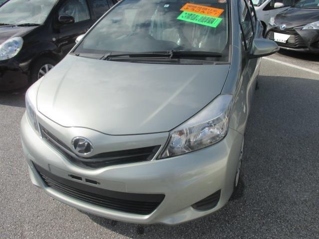 沖縄の中古車 トヨタ ヴィッツ 車両価格 84.2万円 リ済別 2012(平成24)年 1.6万km グリーン