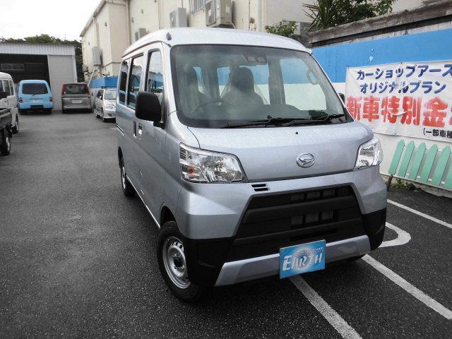 沖縄の中古車 ダイハツ ハイゼットカーゴ 車両価格 99.8万円 リ済込 2021(令和3)年 10km シルバー