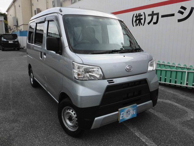 沖縄の中古車 ダイハツ ハイゼットカーゴ 車両価格 101万円 リ済込 2021(令和3)年 10km シルバーM