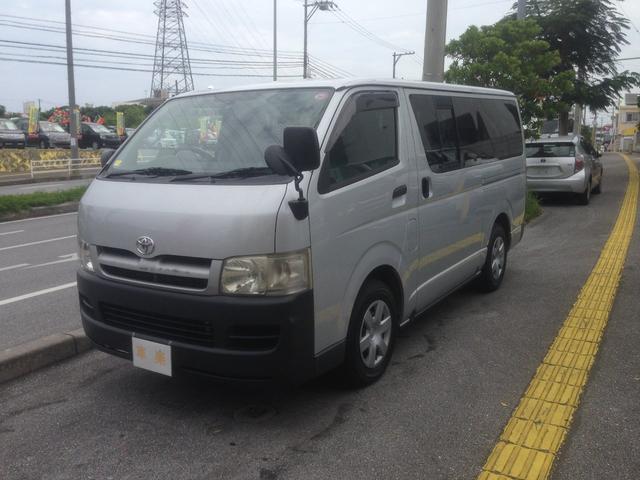沖縄の中古車 トヨタ ハイエースバン 車両価格 119万円 リ済込 2004(平成16)年 12.9万km シルバー