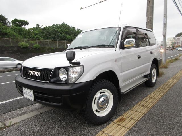 沖縄の中古車 トヨタ ランドクルーザープラド 車両価格 175万円 リ済別 2001(平成13)後 28.1万km パールホワイト