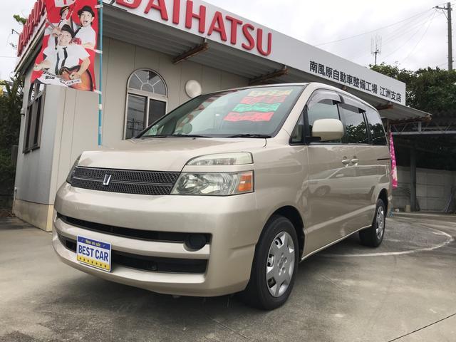 沖縄の中古車 トヨタ ヴォクシー 車両価格 45万円 リ済込 平成17年 6.2万km ゴールド