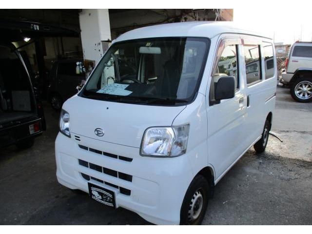 沖縄の中古車 ダイハツ ハイゼットカーゴ 車両価格 35万円 リ済込 平成22年 15.2万km ホワイト