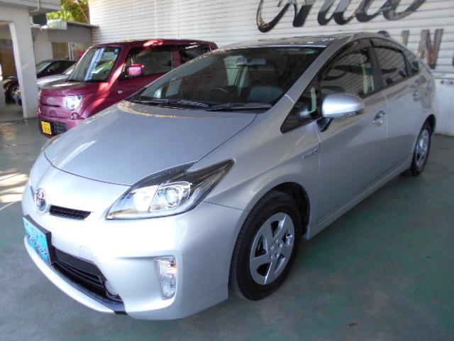 沖縄の中古車 トヨタ プリウス 車両価格 120万円 リ済込 平成25年 6.2万km シルバー