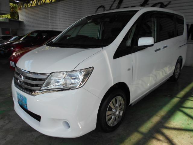 沖縄の中古車 日産 セレナ 車両価格 105万円 リ済込 平成25年 6.7万km シロ