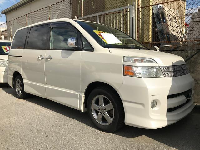 沖縄の中古車 トヨタ ヴォクシー 車両価格 26万円 リ済別 平成17年 12.8万km ホワイトパールマイカ