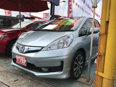 沖縄の中古車 ホンダ フィットハイブリッド 車両価格 88万円 リ済込 平成25年 8.2万K スーパープラチナアクアメタリック