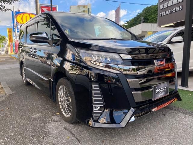 沖縄の中古車 トヨタ ノア 車両価格 268万円 リ済別 2017(平成29)後 5.7万km ブラック