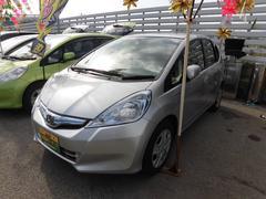 沖縄の中古車 ホンダ フィットハイブリッド 車両価格 59万円 リ済込 平成25年 7.9万K シルバー