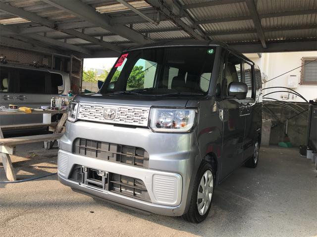 沖縄の中古車 トヨタ ピクシスメガ 車両価格 83万円 リ済込 2016(平成28)年 9.5万km グレー