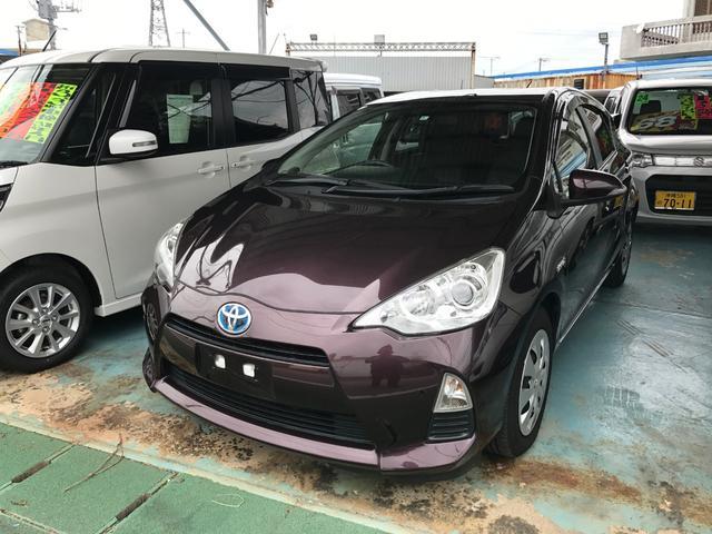 沖縄の中古車 トヨタ アクア 車両価格 113万円 リ済別 平成26年 5.3万km ダークパープル