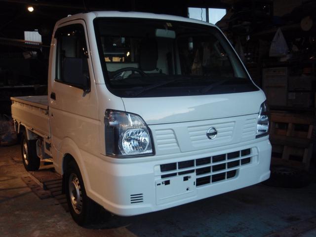 沖縄の中古車 日産 NT100クリッパートラック 車両価格 55万円 リ済込 2016(平成28)年 10.1万km ホワイト