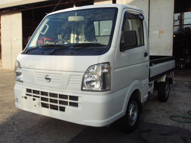 沖縄の中古車 日産 NT100クリッパートラック 車両価格 65万円 リ済込 2017(平成29)年 6.7万km ホワイト