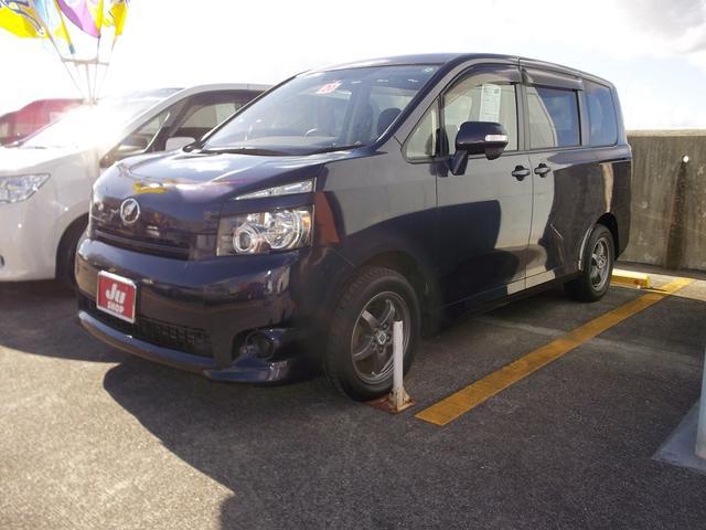 沖縄の中古車 トヨタ ヴォクシー 車両価格 56万円 リ済込 2008(平成20)年 9.4万km グレー