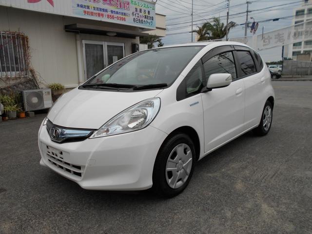 沖縄の中古車 ホンダ フィットハイブリッド 車両価格 55万円 リ済込 平成25年 4.2万km ホワイト