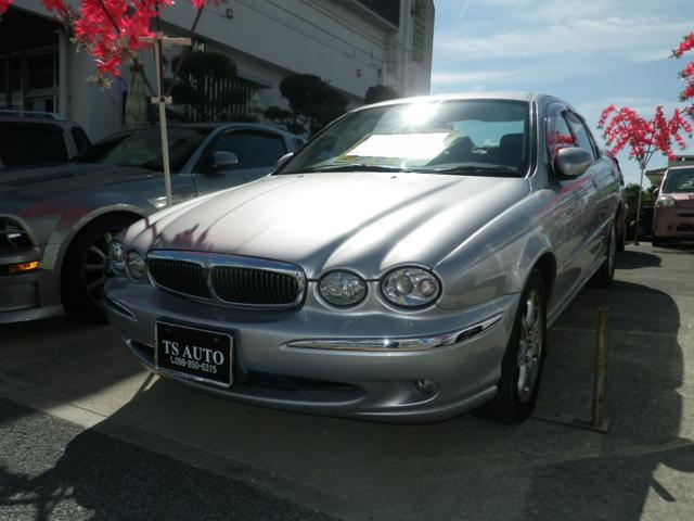 沖縄の中古車 ジャガー ジャガー Xタイプ 車両価格 23.8万円 リ済別 2003年 8.8万km シルバー