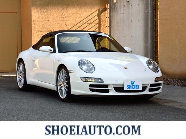 ポルシェ 911カレラS カブリオレ 6MT スポーツクロノ 19インチスポーツデザイン ココアブラウンSPカラーインテリア レザー仕上げダシュボードP レザー仕上げリヤセンターコンソール クレストエンボス加工ヘッドレスト レザーデフロス