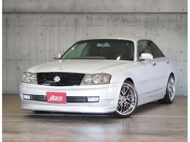 沖縄の中古車 日産 セドリック 車両価格 77万円 リ済別 2000(平成12)年 9.0万km シルバー