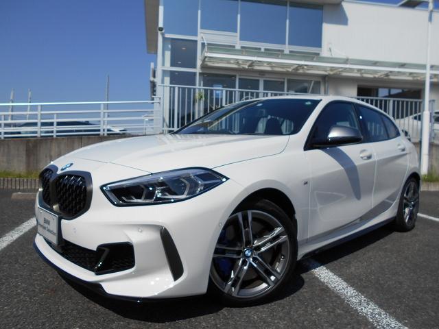 BMW M135i xDrive デビューパッケージ アダプティブサスペンション Mスポーツシート ブラックレザー 禁煙 デモカー
