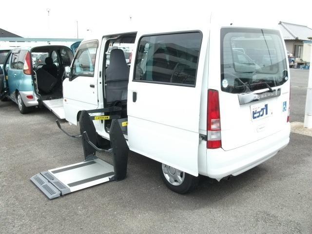 スバル 福祉車両 サイド車椅子リフトアップ車