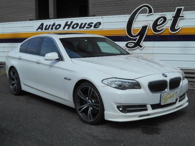 BMW 528i MR AVナビTV 黒革内装 ETC Mスポ20AW OP純正ホワイトラインテール トランクRスポイラー HID イモビキーレス プッシュS シートH