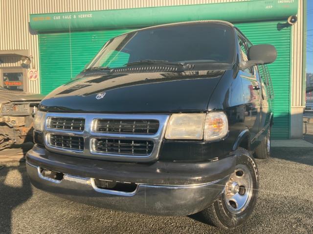 ダッジ  張替えレザーシート コンバージョン仕様 電動リクライニングベッド イルミネーションライト 純正AW 全塗装ブラック ブラインド付 車中泊
