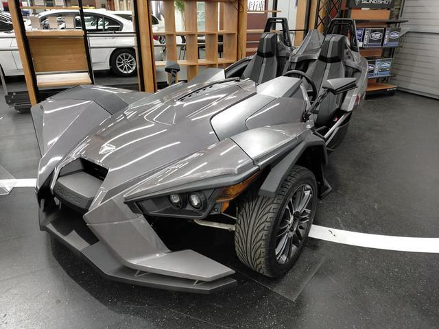アメリカその他  革新的3ホイール・ロードスター 左ハンドル 5速MT アルミホイール 純正リアフェンダー 後輪駆動 国内未登録 国内限定3台 2015年型