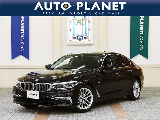 BMW 523d ラグジュアリー /禁煙車/革S/ACC/衝突軽減B/HDDナビTV/全周囲カメラ/シートH/Pシート/Pゲート/LEDヘッドライト/コンフォートアクセス/車線逸脱警告/ウッドパネル/Bluetoothオーディオ/