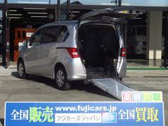 フリードG車いす仕様車サードシート付スローパー車いす電動固定装置