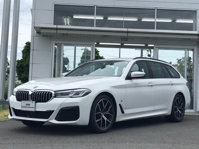 BMW 5シリーズ 530iツーリング Mスポーツ 試乗車UP・黒革シート・シートヒーター・電動シート・LEDヘッドライト・純正19インチアルミ・ヘッドアップディスプレイ・電動リヤゲート・全周囲カメラ・アクティブクルーズコントロール・ミラーETC