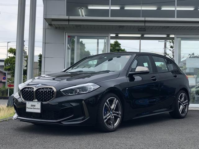 BMW 1シリーズ M135i xDrive 当社試乗車UP・純正18インチアルミ・LEDヘッドライト・スポーツシート・シートヒーター・電動シート・電動リヤゲート・アクティブクルーズコントロール・バックカメラ・ミラーETC