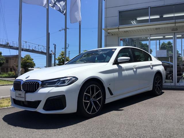 BMW 5シリーズ 523d xDriveMスポーツエディションジョイ+ 当社試乗車UP・黒革シート・4ゾーンAC・純正19インチAW・ヘッドアップディスプレイ・アクティブクルーズコントロール・シートヒーター・電動シート・電動トランク・アンビエントライト・ミラーETC